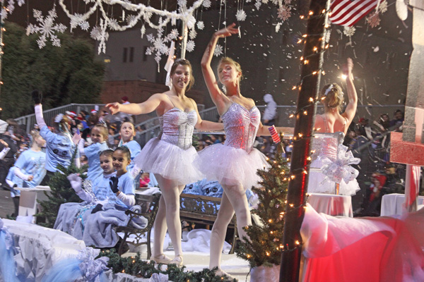 Bakersfield Christmas Parade, Murray Family Farms, Fun things to do near bakersfield, Bakersfield Events, Parade, Agritourism